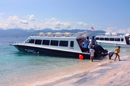 Speed Boat Gili Blue Water Express Boat From Bali To