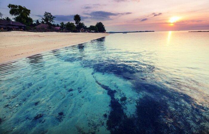 empty beach Gili Air
