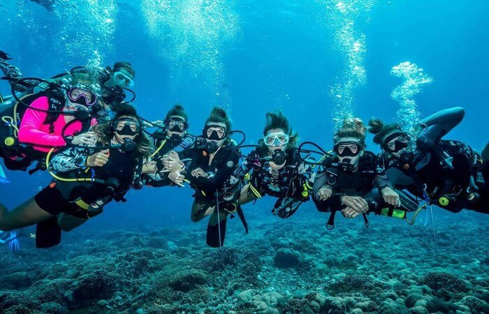 diving in the gilis during corona
