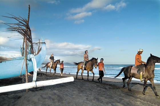 Horseriding Bali beach travel tips
